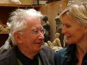 Der Bildhauer Josef Pillhofer in seinem Staatsatelier im Gespräch mit Hedi Grager (2008).