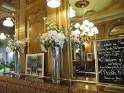 Jugendstilambiente des Cafe de la Paix in La Rochelle, in dem der Krimiautor Georges Simenon seinen Cafe trank. (Foto: Sudy)