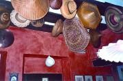 Hüte schmücken die Decke der Osteria Al Capello in Udine. (Foto: Sudy)