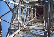 Blick hinauf in die luftige Konstruktion der Aussichtswarte. (Foto: Sudy)