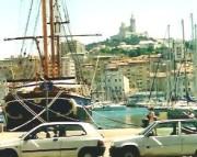 Hafenstimmung in Marseille, im Hintergrund die Wallfahrtskirche. (Foto: Sudy)