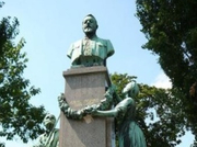 Denkmal im Grazer Volksgarten. © Reinhard A. Sudy