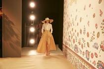 Designerin Lena Hoschek – Mercedes Benz Fashion Week Berlin 2015. Foto: Nicolas Beutler