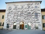 Sigmund Freuds Handschrift auf der Fassade des Verwaltungsgebäudes der LSF Graz. (Foto: Sudy)