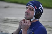 Gerhard Kreuzwirt bereitet sich auf das Unterwasser-Rugby Training vor. (Foto: Sudy)
