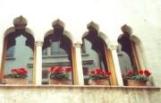 Blumengeschmückte Fenstergalerie in Asolo. (Foto: Sudy)
