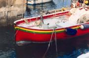 Ein buntes Fischerboot im Hafen von Santa Margherita Ligure. © Reinhard A. Sudy