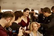 Backstage Lena Hoschek hier mit Topmodel Franziska Knuppe (Fotos Nicholas Beutler und Michael Romacker)
