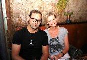 Hedi Grager und Edi Frauneder in seinem gemütlichen Restaurant 'Edi & The Wolf. Foto Nadine Marie Wohlmuth