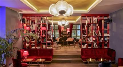Die gemütliche Boilerman Bar im 25hours Hotel The Royal Bavarian in München. © Steve Herud
