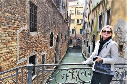 Hedi Grager unterwegs in Venedig, Italien. Foto: 2019 Reinhard A. Sudy