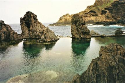 Faszinierende Natur-Schwimmbecken in Porto Moniz, Madeira. © 2002 Reinhard A. Sudy