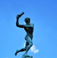 Bronzeplastik am Brabobrunnen am Grote Markt, Antwerpen. © 2019 Reinhard A. Sudy Antwerpen.