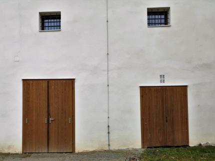 Holztüren am Grottenhof/Leibnitz. © 2020 Reinhard A. Sudy