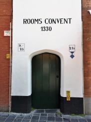 Zugang zum Rooms Convent, Katelijnestraat 21A, Brügge. © 2019 Reinhard A. Sudy