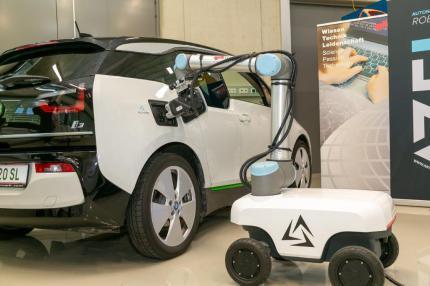 TU Graz: autonomer mobiler Laderoboter im Einsatz. © Frankl - TU Graz